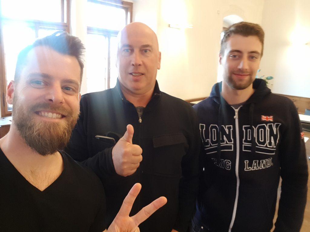 Alexander Außermayr mit den Studenten Hans-Jörg und Raphael